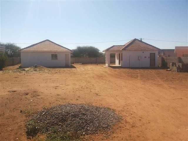 2 homes for sale in block 1 mmopane kweneng district for Apex block homes